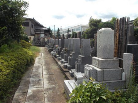 長善寺【敷石張りの墓地】