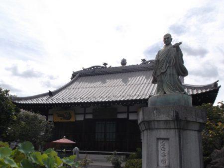 長善寺 杉並区高円寺南【本堂と日蓮聖人像】