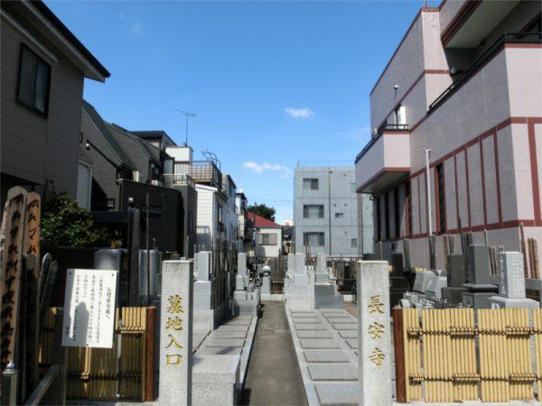 長安寺の墓地入口