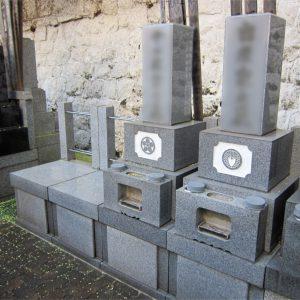 長耀寺の壁際墓地