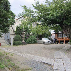 宣要寺の駐車場